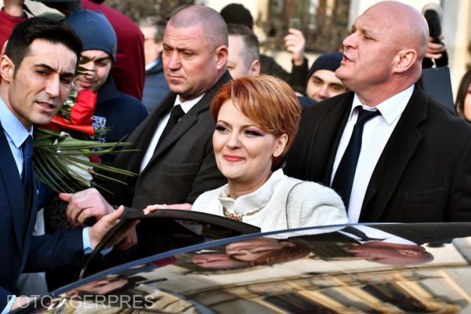 Lia Olguta Vasilescu si Claudiu Iulian Manda, vicepresedinte al Senatului, s-au casatorit civil in Sala Mare a Primariei Craiova