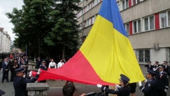 Steagul României, arborat în curtea IPJ Harghita
