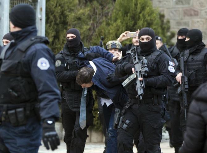 Sârbii au deschis focul asupra polițiștilor care desfășoară o operațiune în Mitrovica