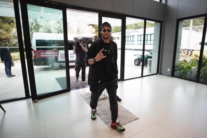 Neymar, apariție de senzație în cantonament. Extravaganță care-l caracterizează. foto: @neymarjr - FB