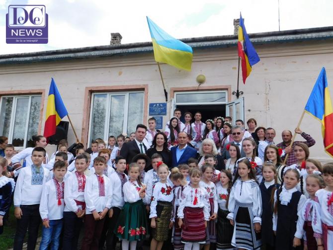 Primarul Daniel Băluță, primit de elevii din comuna Mahala, Cernăuți, Ucraina