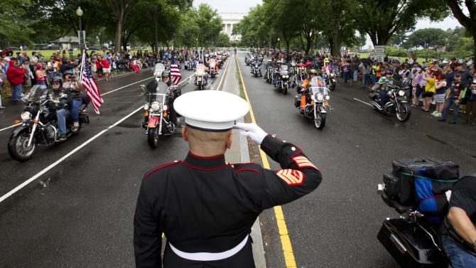 Mii de membri Rolling Thunder au adus un omagiu militarilor americani