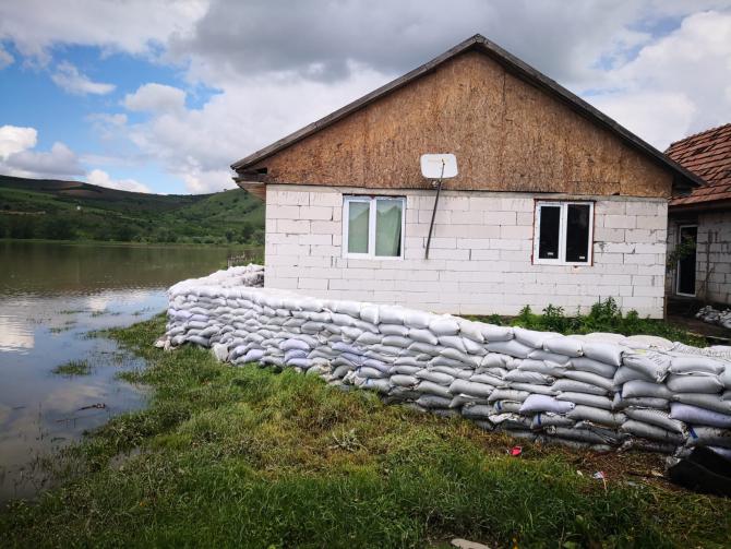 Inundații. Dig de protecție. FOTO: ISU Mureș.