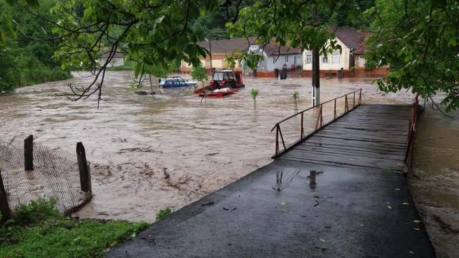 FOTO: ISU Arad. Inundații în județul Bihor.