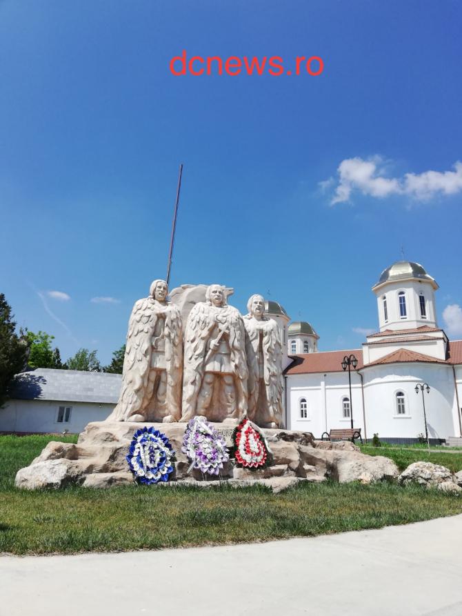 (w670) Statuia lu