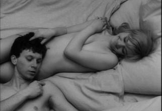 Cadru din filmul Iubirile unei blonde