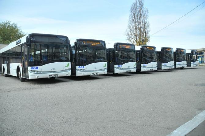 Autobuze. FOTO: Facebook / RAT Craiova