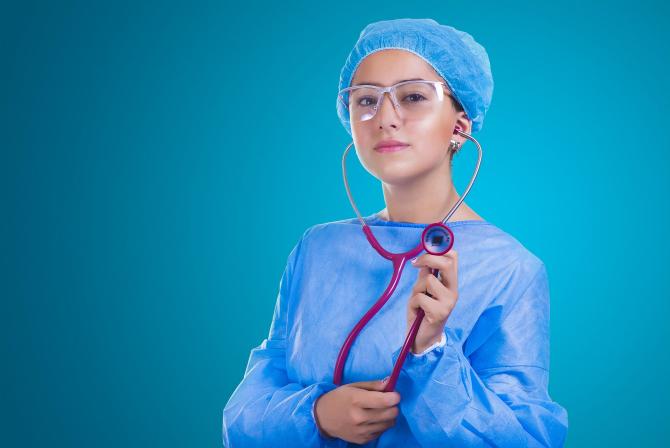 asistentă