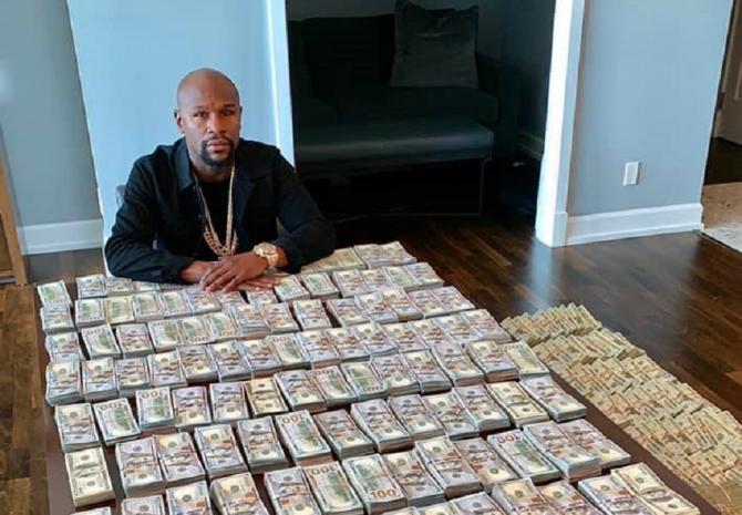 Floyd Mayweather - VIDEO MESAJ cu mesele pline de dolari