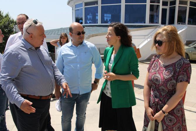 Hristu Uzun explică ministrului Fondurilor Europene, Roxana Mînzatu, lucrările de la Eforie Nord