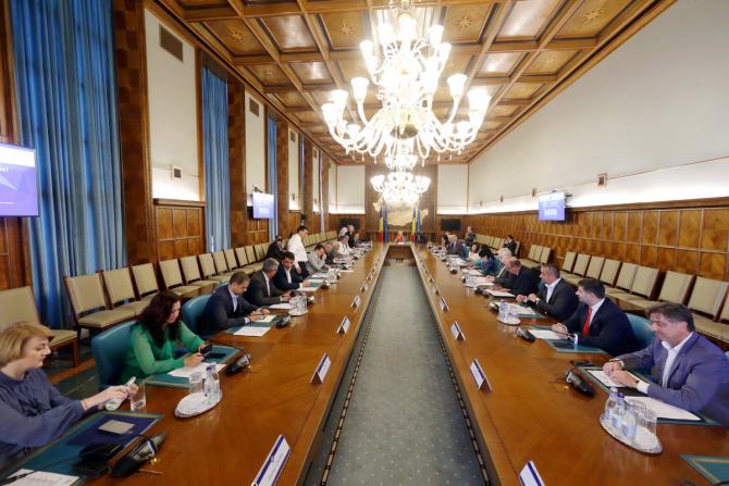 Pe ordinea de zi, modificarea anexei la Hotărârea Guvernului nr.441/2019 privind suplimentarea bugetului Ministerului Apelor şi Pădurilor din Fondul de intervenţie la dispoziţia Guvernului pentru realizarea, în regim de urgenţă, a unor lucrări de investiţ