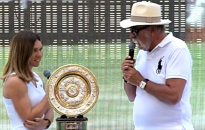 Simona Halep și Ion Țiriac la prezentarea trofeului Wimbledon 2019 pe Arena Națională