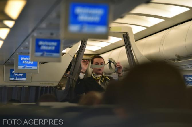 Avion FOTO AGERPRES