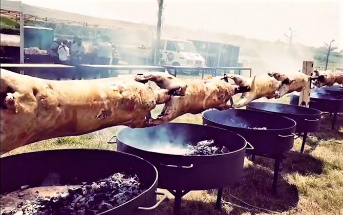Proţap URIAȘ în Piaţa Mare, Sibiu. Degustări, live cooking, produse locale și muzică