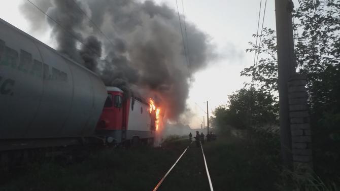 Locomotivă în flăcări la Constanța. FOTO: Cititor DCNews