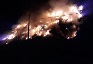 Incendiu la groapa de gunoi din Sighișoara. FOTO: ISU Mureș