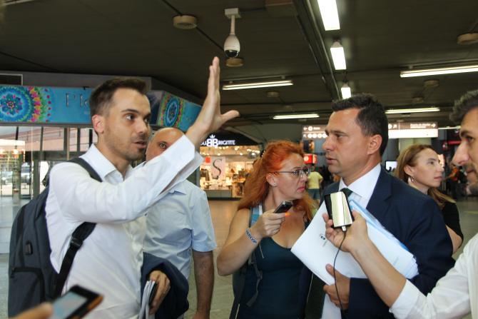 Reprezentantul ADIF explicând ce s-a făcut cu banii europeni