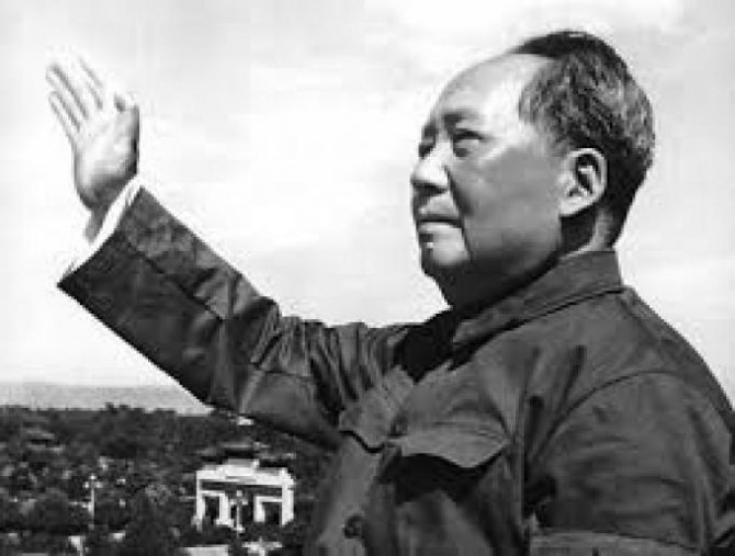 Mao Zedong, de profesie învățător, a condus forțele comuniste în lupta dusă împotriva forțelor naționaliste