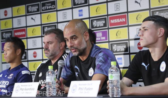 Pep Guardiola și Phil Foden