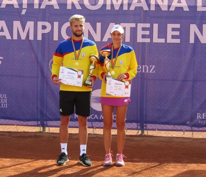 Andreea Mitu şi Dan Alexandru Tomescu, noii campioni naţionali la simplu. foto: FRF