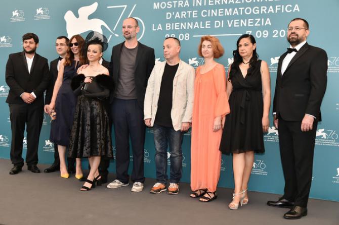 Numerosa echipă a  filmului Colectiv prezentă la Veneția