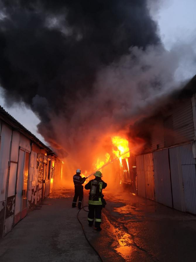 Incendiu la un depozit. FOTO: ISU Cluj