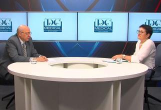Academicianul dr Irinel Popescu și dr Mădălina Grigoroiu, într-o discuție despre cancerul pulmonar. Foto: DC News