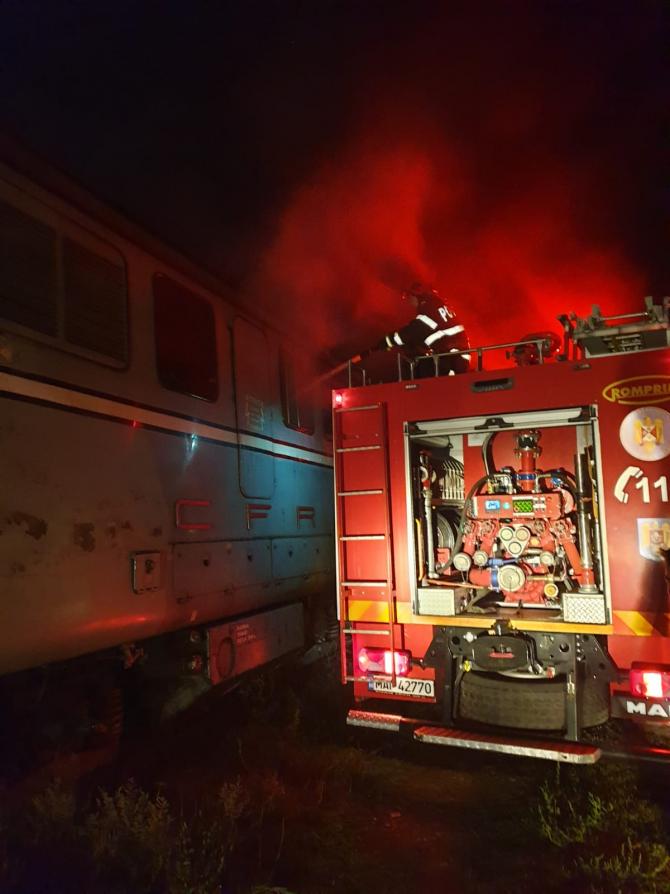 Incendiu la o locomotivă. FOTO: ISU Dobrogea