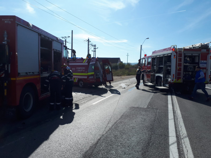 Echipajele SMURD intervin la un accident. FOTO: ISU Hunedoara
