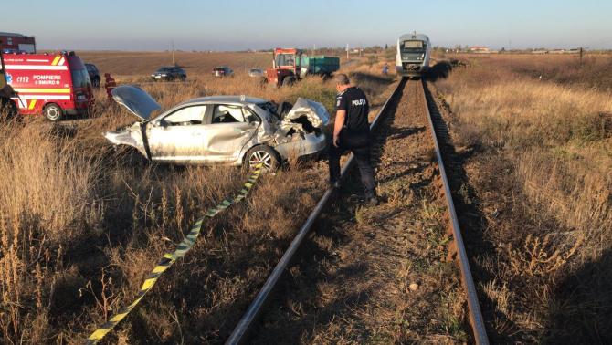 Mașină lovită de tren. FOTO: IPJ Olt