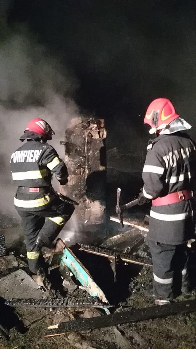 Incendiu la o casă. Intervenție pompieri. FOTO: ISU Vrancea