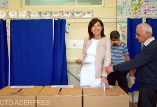 ARHIVĂ. Carmen Iohannis a votat. Foto: Agerpres