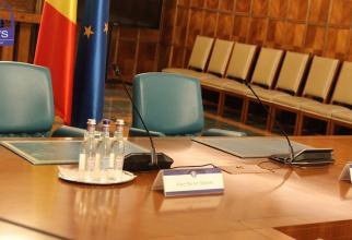 Variante dacă pică în Parlament Cabinetul Cioloş. Chirieac: Se fac guverne în zece locuri din Bucureşti