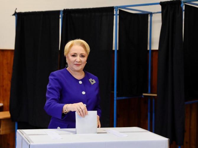 Viorica Dăniclă la urna de vot! Foto: Facebook