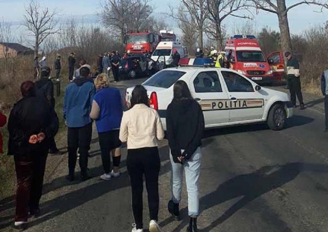 Accident pe DN 79 - Persoane rănite și trafic blocat. foto: fb