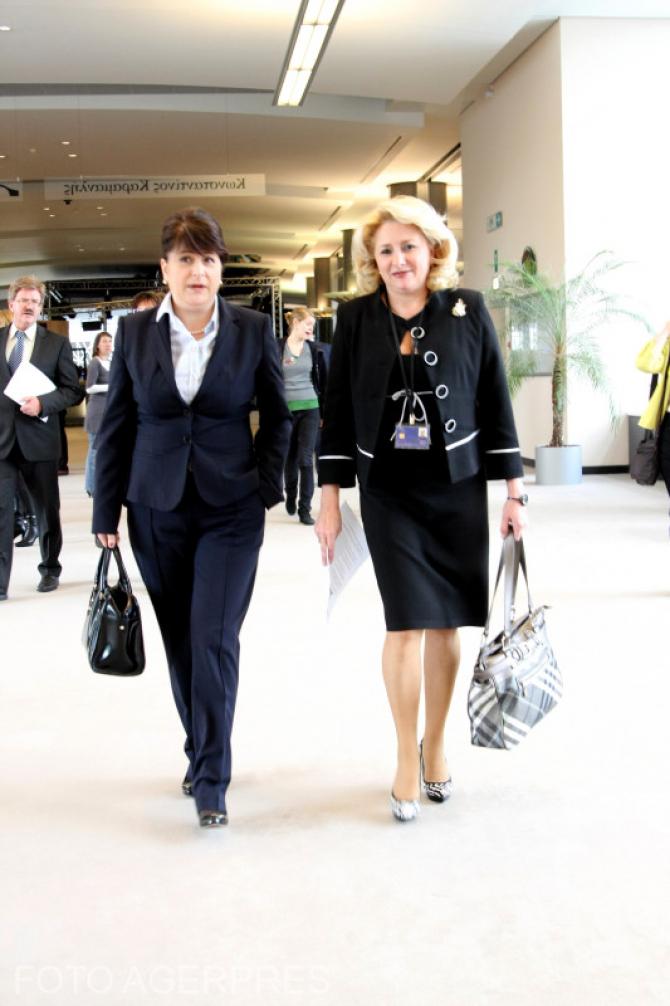 Viorica Dăncilă, în 2010, în PE, împreună cu Rovana Plumb