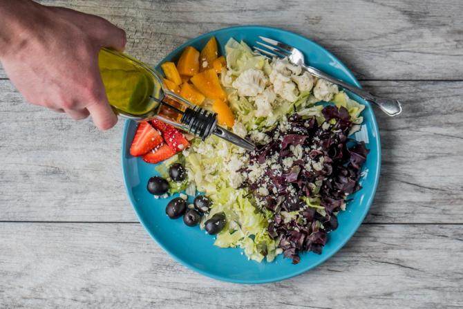Dieta se ține cu anumite alimente slab calorice
