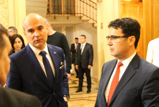 Rareș Bogdan și rectorul SNSPA, Remus Pricopie, fost ministru PSD, organizatorul dezbaterii