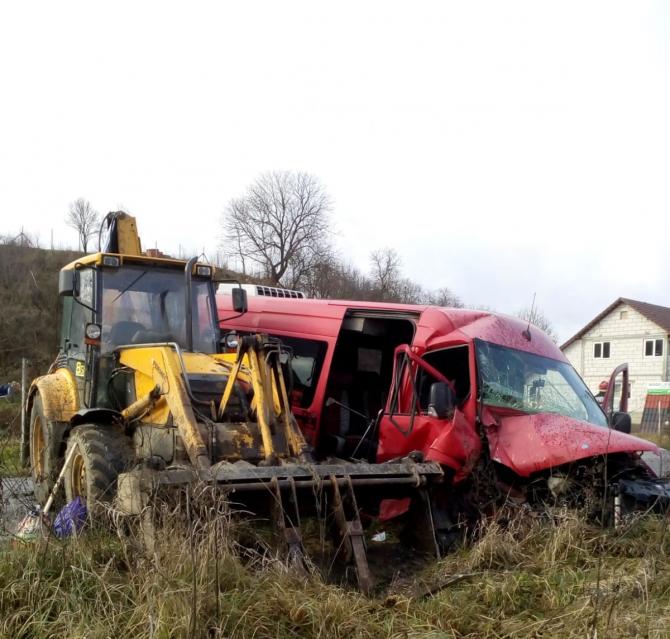 Accident microbuz. FOTO: ISU Cluj