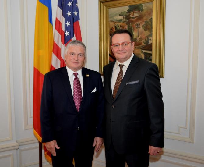 Ambasadorul George Maior alături de ambasadorul Adrian Zuckerman