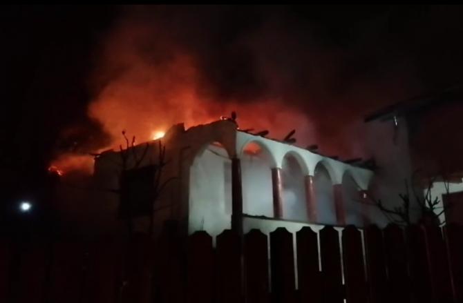 Incendiu casă de vacanță. Foto: ISU Argeș