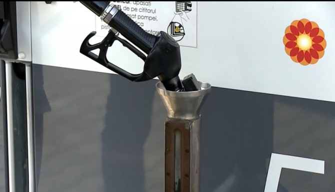 Mituri despre carburanti, verificarea cu vasul etalon. Foto: DC News
