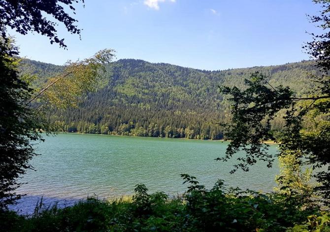Lacul Sfânta Ana în pericol. Cum s-a transformat singurul lac vulcanic din România
