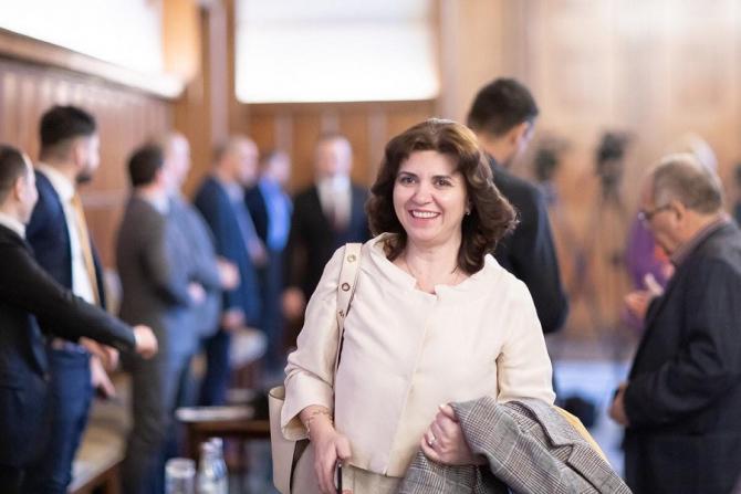 Ministrul Educaţiei, Monica Anisie. foto: FB