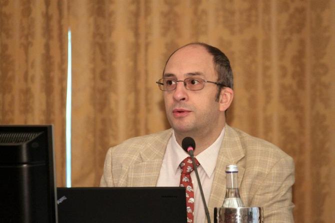 Prof. dr. Dragoș Vinereanu, noul președinte al Senatului UMF Carol Davila. foto: Facebook