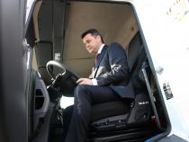 Primarul Daniel Florea, la volanul unuia dintre urilajele de salubrizare  Foto: Crișan Andreescu