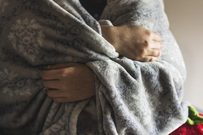 Intoleranța la frig poate apărea doar în anumite părți ale corpului, cum ar fi mâinile sau picioarele. Foto Pixabay