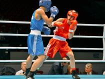 Cosmin Gîrleanu, în roșu, primul pugilist român calificat la JO 2020