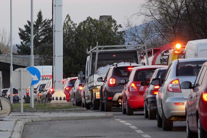 Români blocați la granița dintre Austria și Ungaria. Sursa MTI