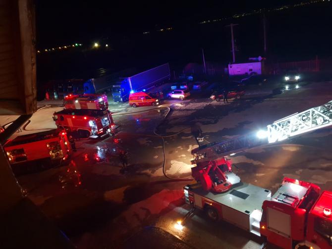 Foto cu caracter ilustrativ. Incendiu - Intervenție pompieri noaptea - Sursa Foto: ISU Brașov